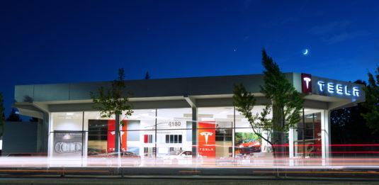 Дилерский центр Tesla