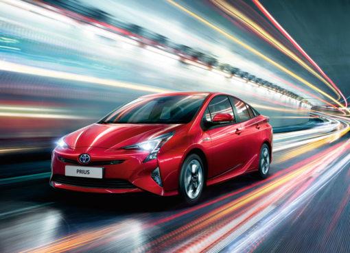новый гибрид Toyota Prius приедет в Россию