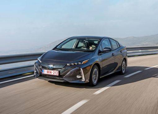 toyota-prius-plug-in-hybrid-2017-15