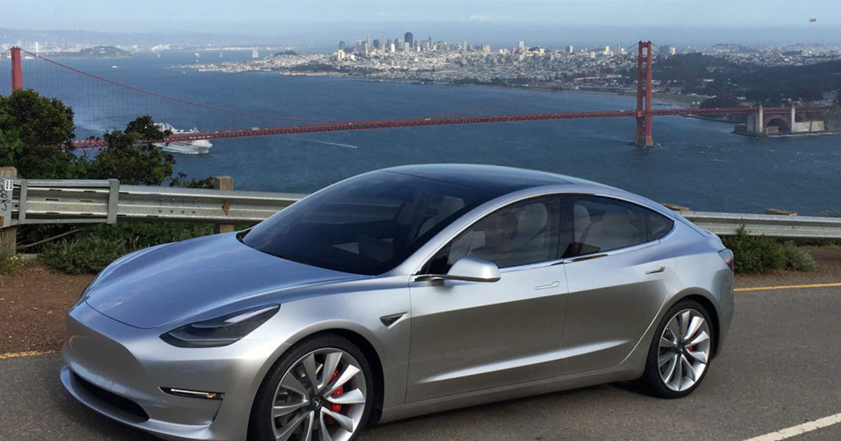 Размещено видео первого тест-драйва Tesla Model 3
