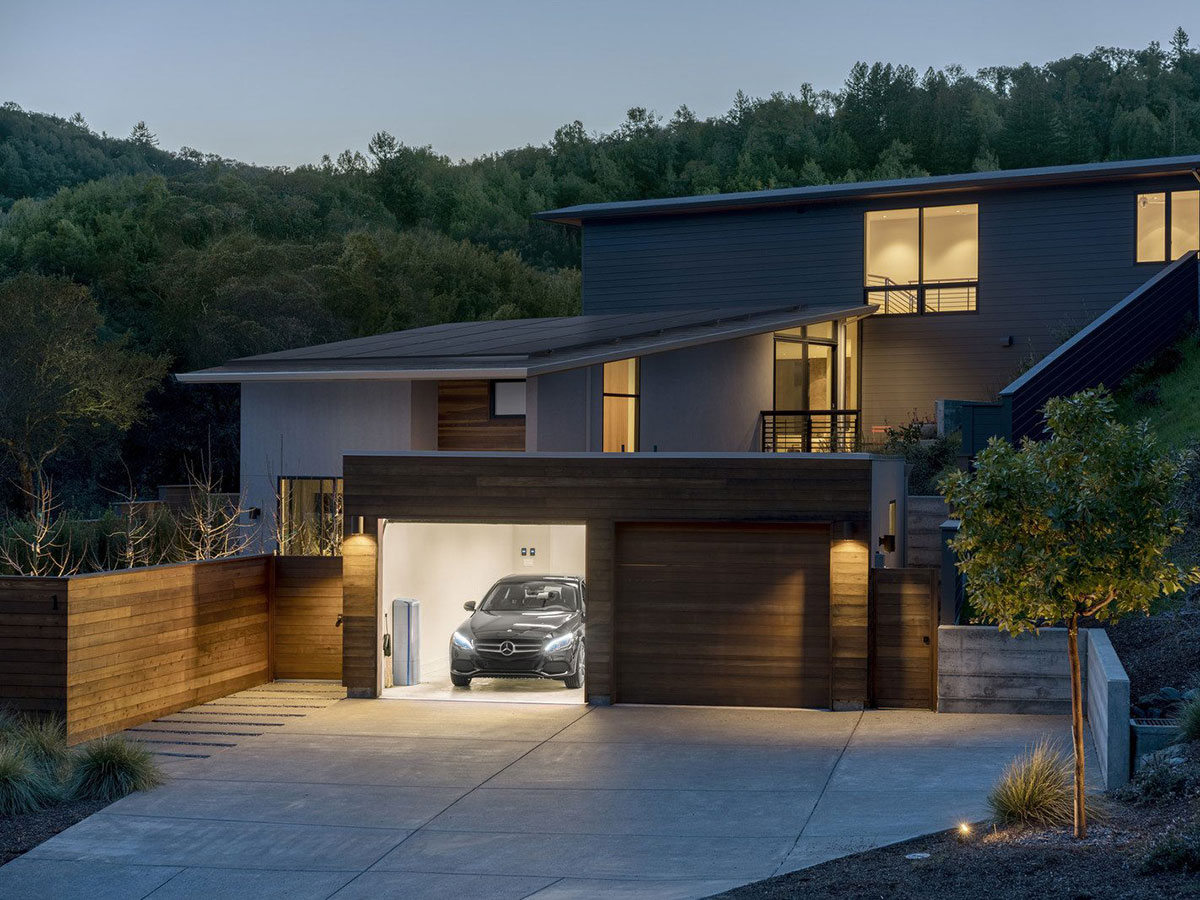 Mercedes-Benz Energy + Vivint Solar