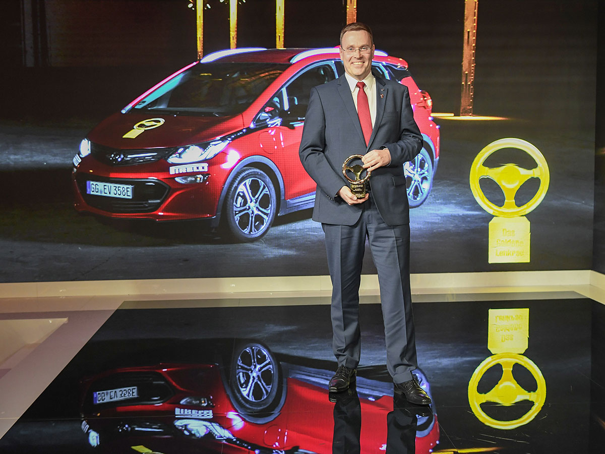 Opel-Ampera-e-Golden-Steering-Wheel