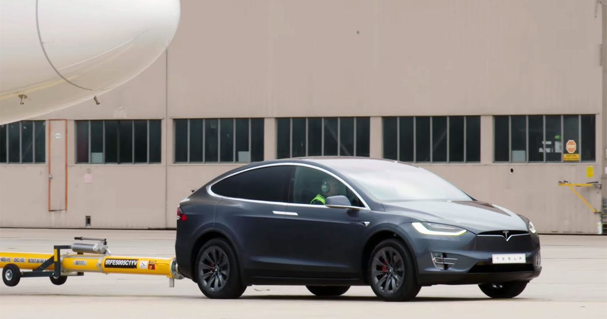 tesla-model-x-p100d-towing-boeing